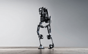 Robotic exoskeleton teaches paralyzed people to walk again